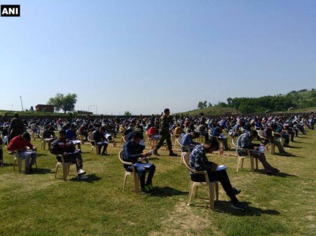 1,300 Kashmiri youths defy terror threats, take Army recruitment test