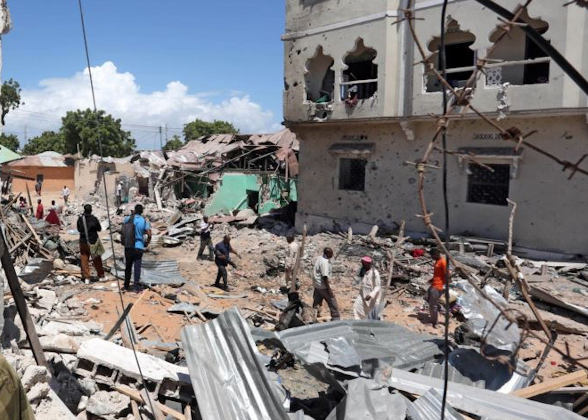 Five security personnel and a mine expert killed a car bomb