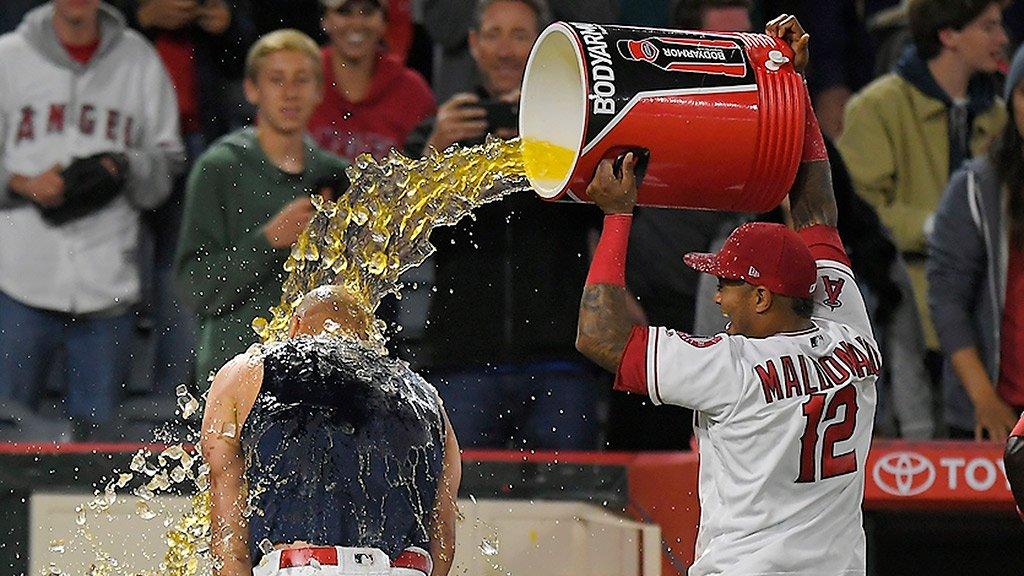 Cool off!   https://t.co/2FkclRQD9y (via MLB Fans) https://t.co/WXhD5aKaz4