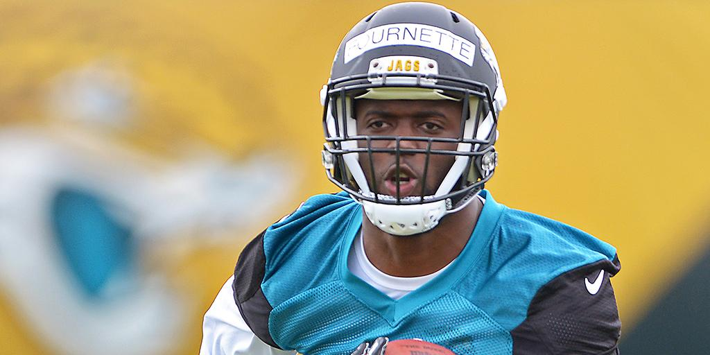 .@_fournette signs rookie contract with @Jaguars: https://t.co/JJWZVrDClf https://t.co/yGp7yOIQOQ