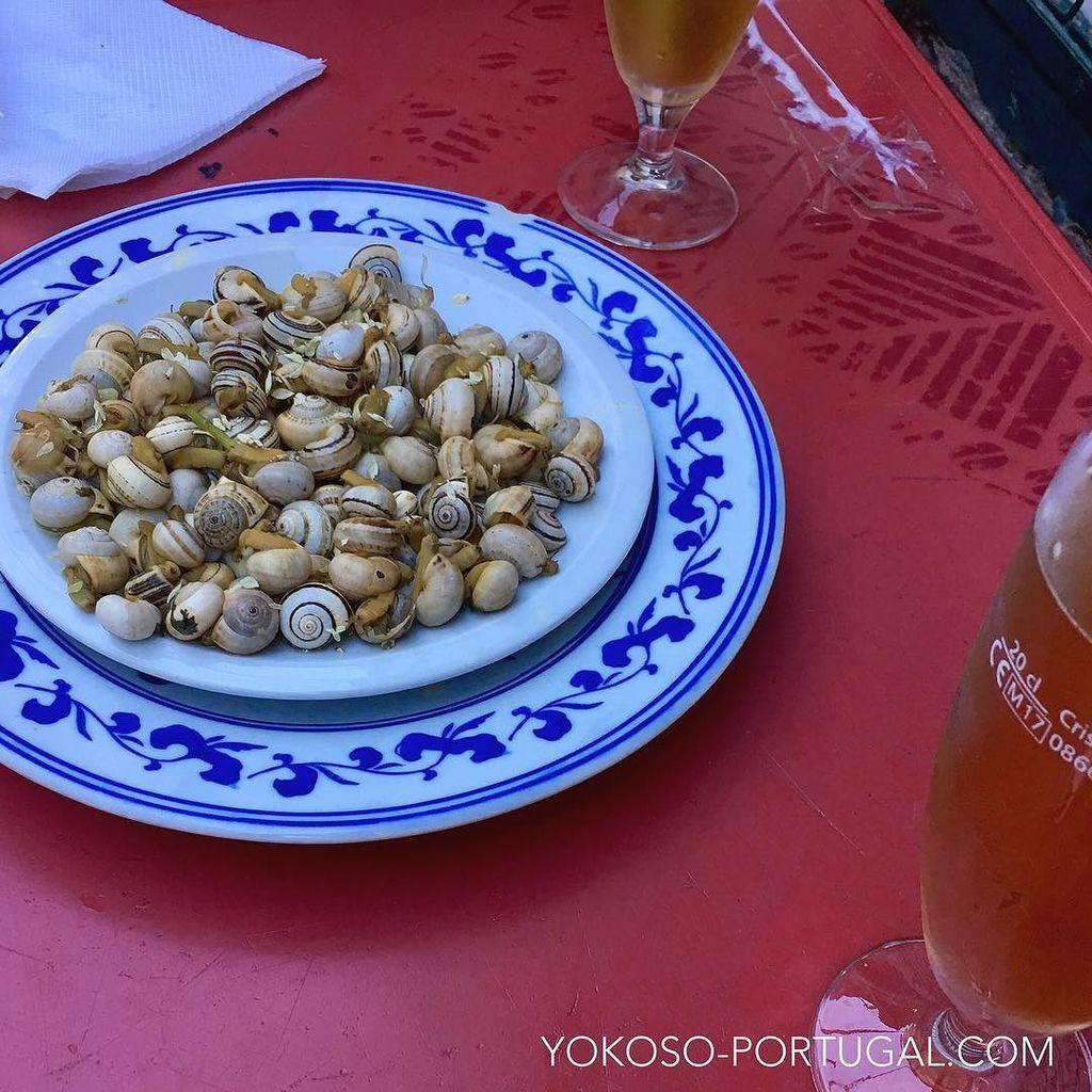 test ツイッターメディア - 暑い日が続くリスボンは、カラコイシュ (カタツムリ) の季節になりました。 ビールにもってこいのおつまみです。 #ポルトガル料理 https://t.co/qGIEMj5IWV