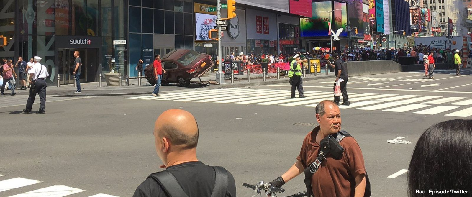 NEW: Law enforcement source says the driver in Times Square car crash is in custody:  https://t.co/8JBbOwmqo1 https://t.co/kkswkJLOL4