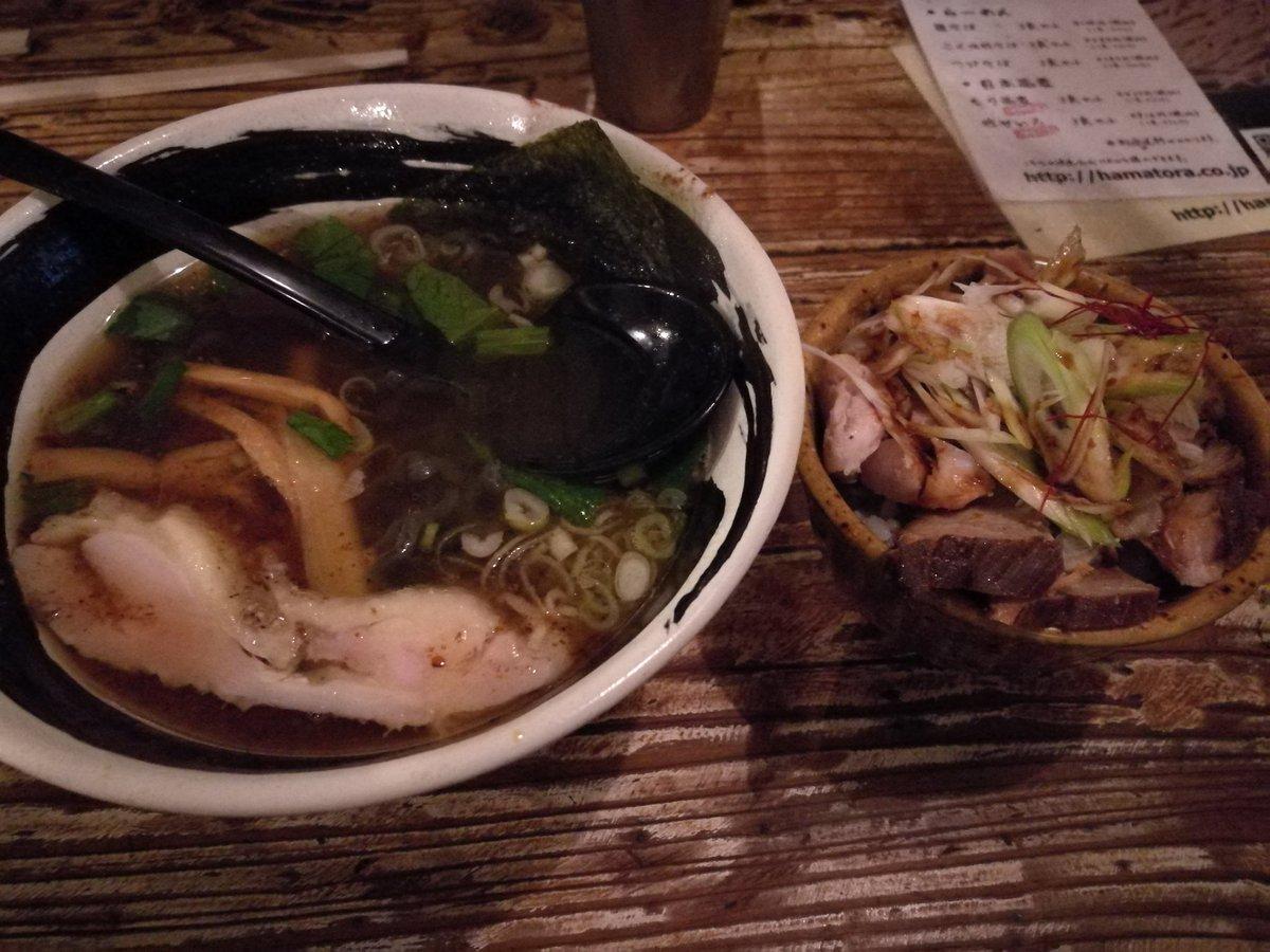 経新アフターのハマトラ。魚介系で黒いコシのあるラーメン、そしてさっぱりとしたチャーシュー丼は脅威の幸福度値数を叩き出す。