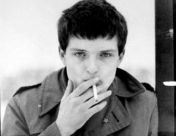 Today in 1980, Joy Division's Ian Curtis hung himself in his Manchester home, on the eve of their first US tour. https://t.co/4bW2GsGeiC