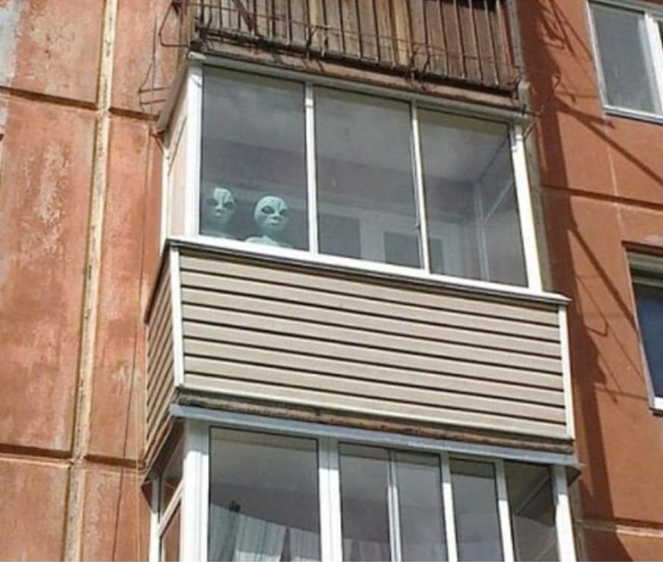 Шел по улице, глянул на балкон..
