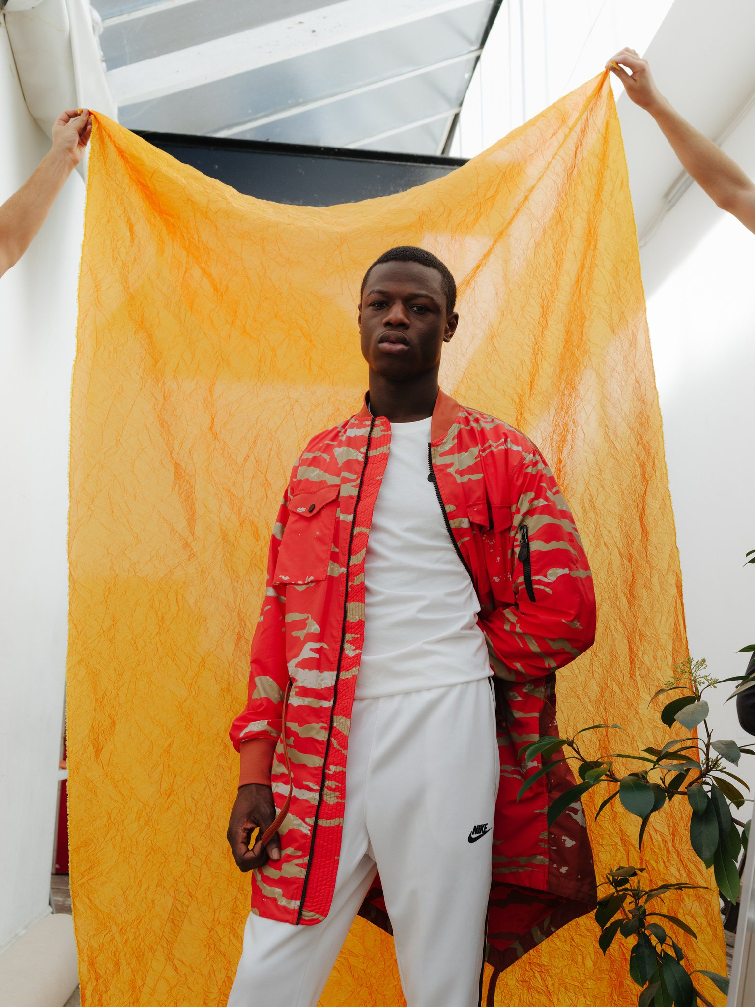 Flexing is second nature to @Jhus in his 'Common Sense' video. https://t.co/8JNjlL6KUl https://t.co/E2dVgH6zkm