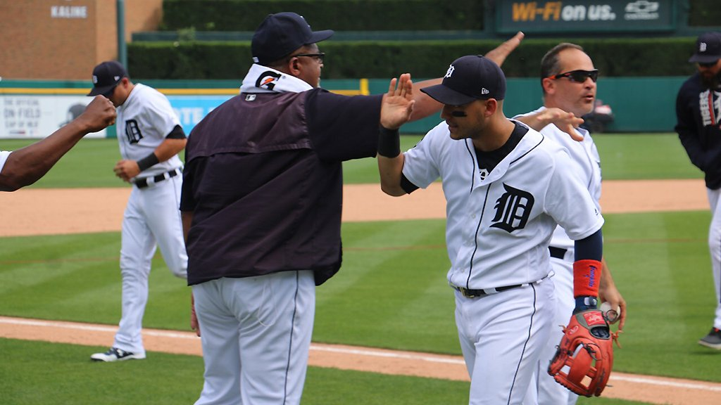 High fives and handshakes for the #TigersWin and the series victory. https://t.co/a5ouaUX9I7
