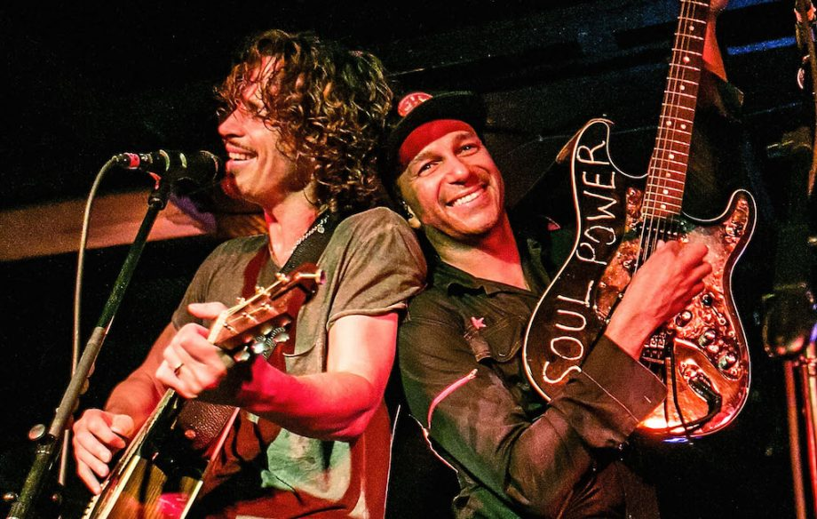Read Tom Morello's heartfelt eulogy to Chris Cornell https://t.co/V13cUSAwlX https://t.co/HNkC05AKhs