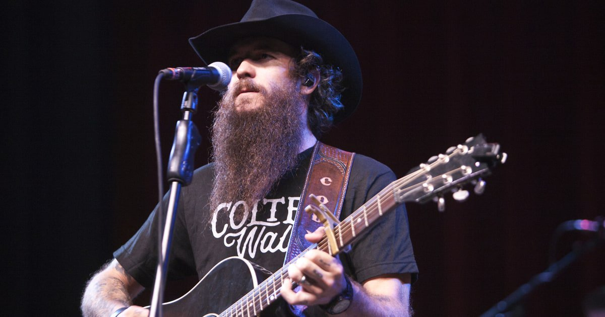 See Cody Jinks pay tribute to Chris Cornell with a cover of Audioslave's 'I Am the Highway' https://t.co/saZg6uc18n https://t.co/49O7WWd0Ko