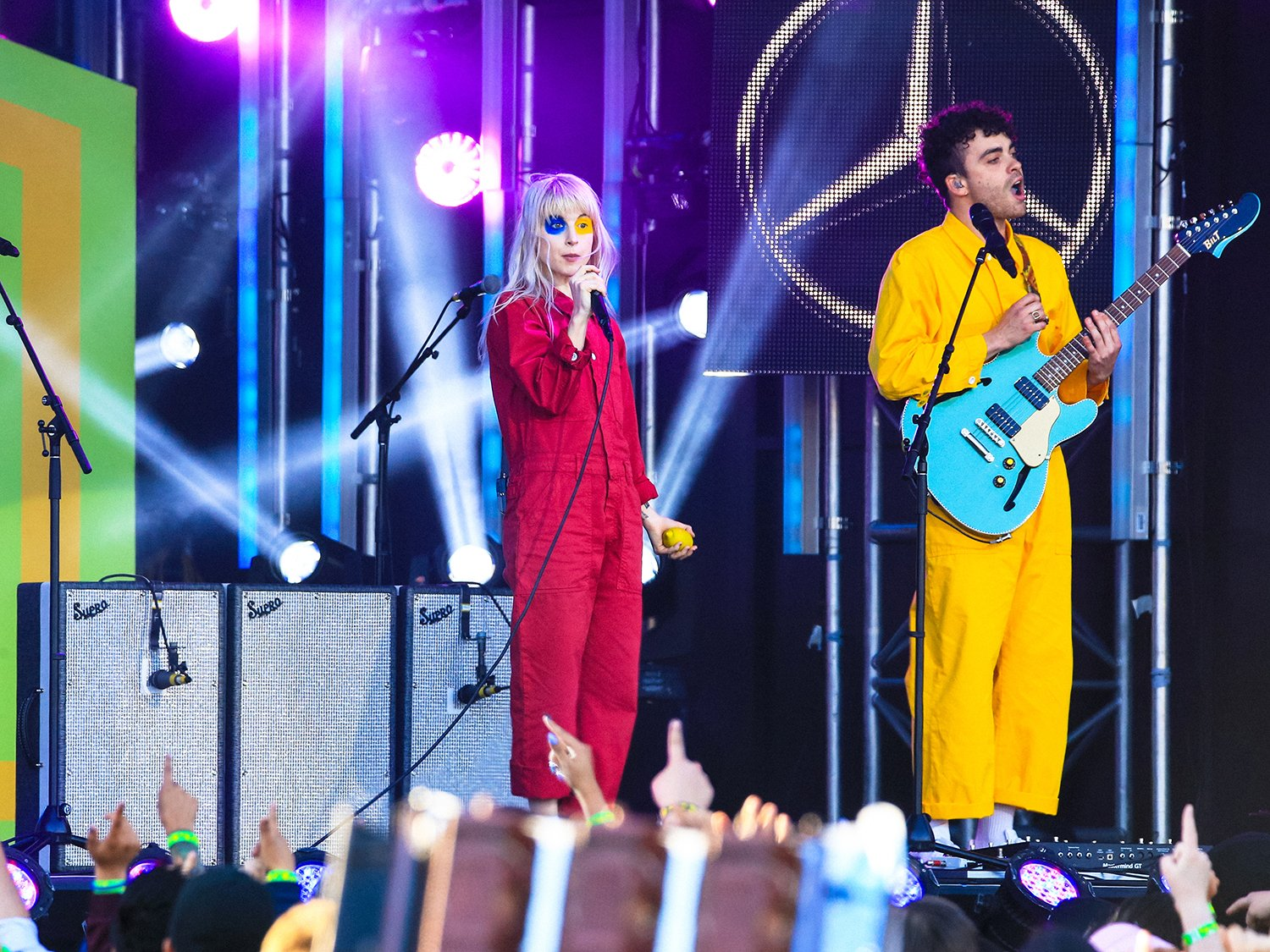 Watch Paramore perform 'Ain't It Fun' on #Kimmel https://t.co/R6MQRgkm8L https://t.co/huquNWuXoU