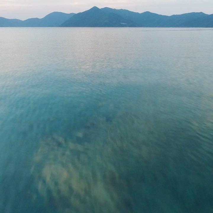 夕暮れの実久海岸@加計呂麻島海面スレスレ!#奄美 #加計呂麻島 #実久 #ドローン #空撮 #島 #離島ぐらし #海好き