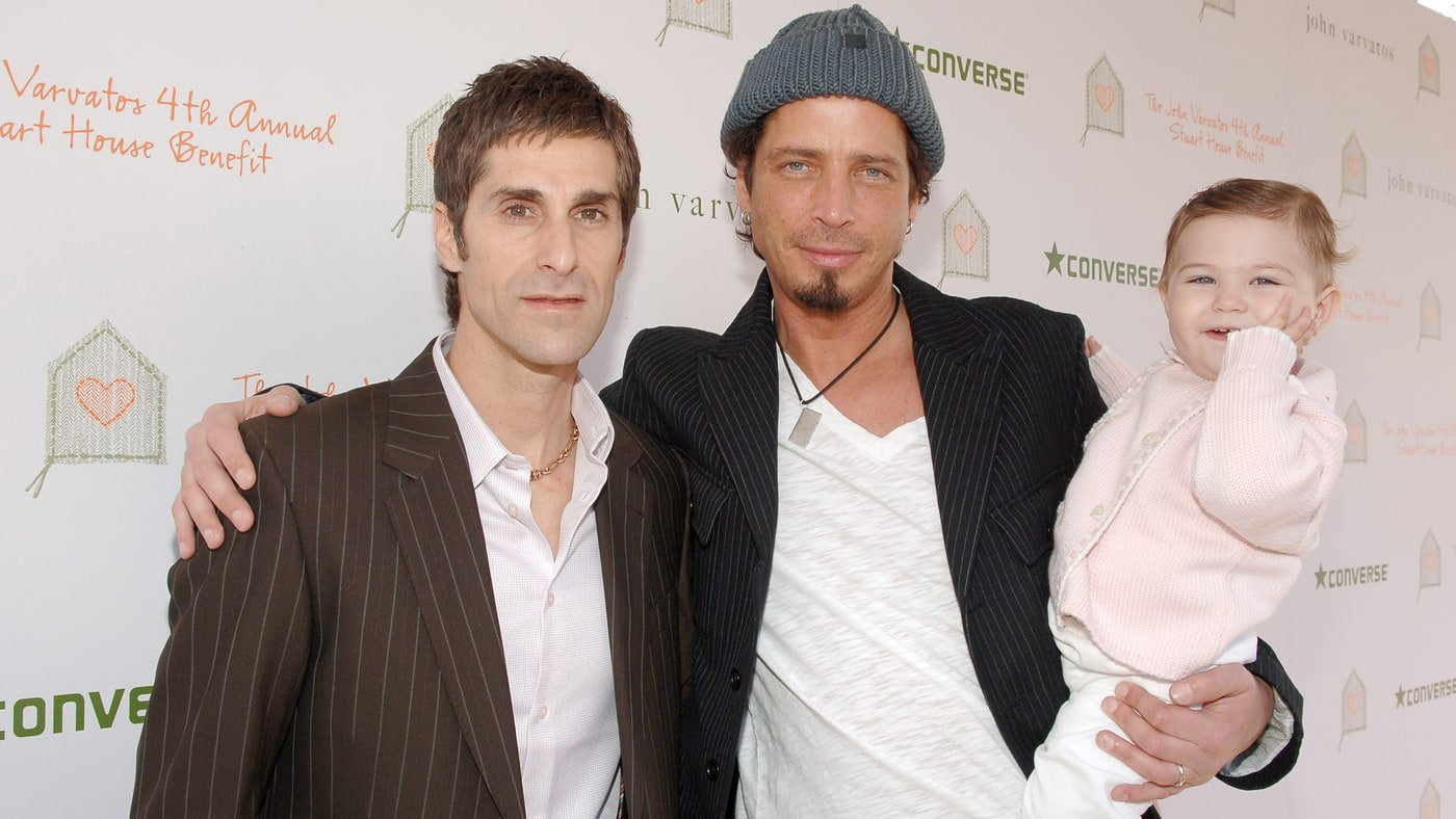 Chris Cornell had 'God-given talent' – Perry Farrell https://t.co/Xl2gmrQMWK https://t.co/bJzOTXjzaC
