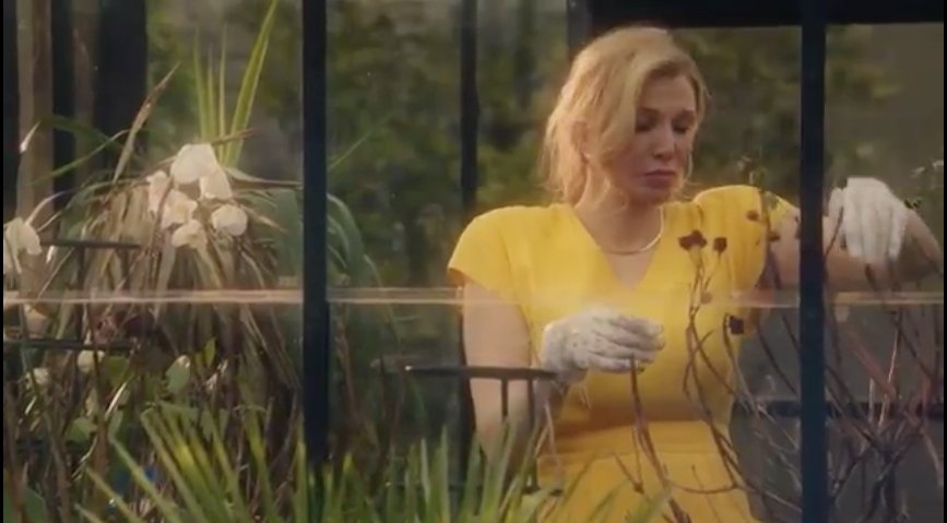 Watch Courtney Love chew scenery in the Menendez Brothers Lifetime movie trailer https://t.co/d1qhqLlZG1 https://t.co/zN25tkR1Dy