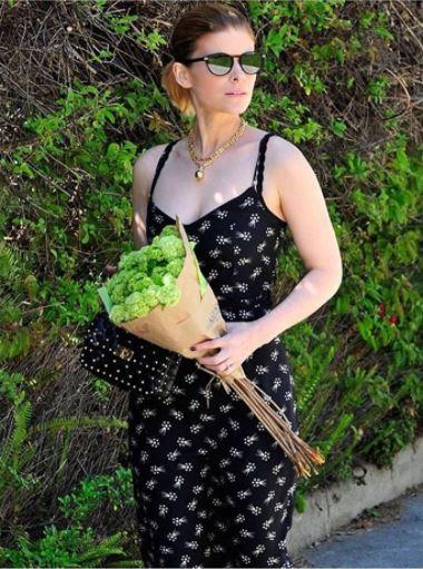 Enter the weekend mood with an effortless chic @katemara holding her #ValentinoGaravani #RockstudSpike bag https://t.co/vRO3eN50e4