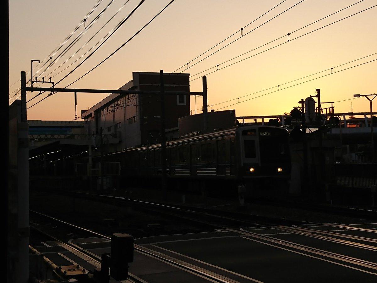 田無駅東側の踏切は夕焼けがキレイでしたが、歩く幅が狭かったです#田無#あたしンち #ファインダー越しの私の世界 #明るい