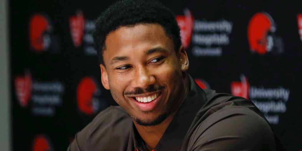 Top overall pick @MylesLGarrett signs his rookie @Browns contract: https://t.co/at9l53bEq2 https://t.co/JqhfIrqcef