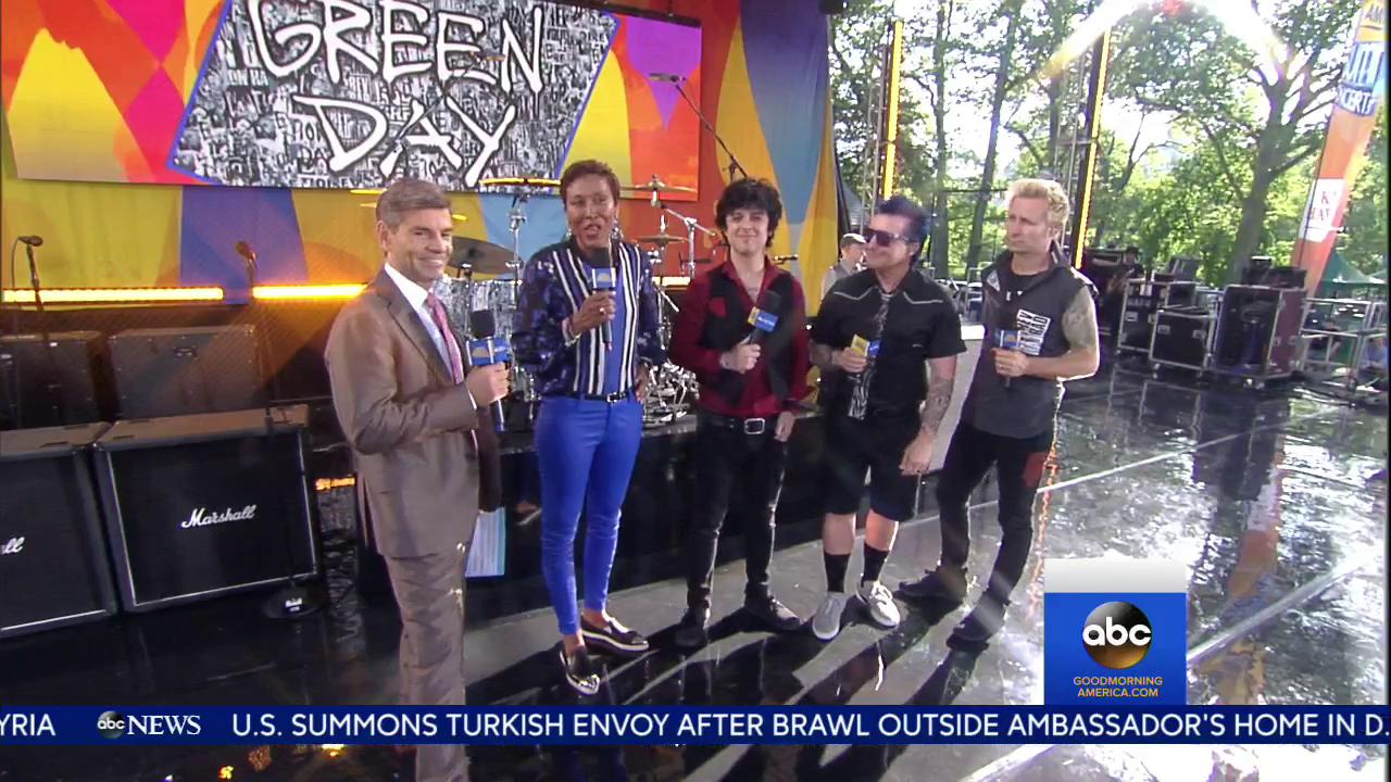 WATCH: @GreenDay chats with @RobinRoberts and @GStephanopoulos before their performance! #GreenDayOnGMA https://t.co/cBDB0raTng