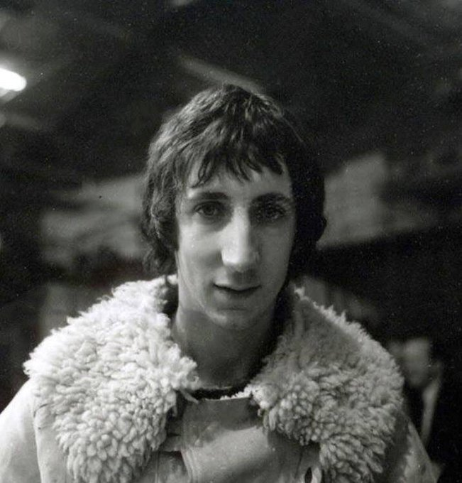 Happy birthday to the most precious, talented musician that is pete townshend!!