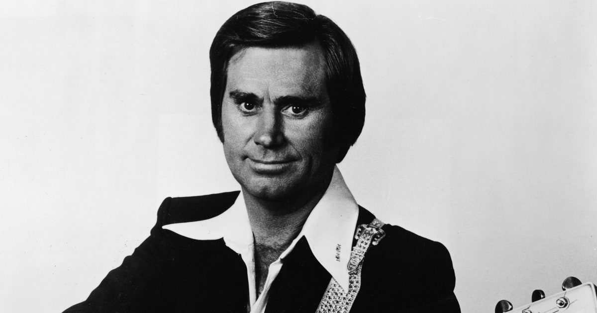 See George Jones sing 'She Thinks I Still Care' in a vintage clip from 1962 https://t.co/oSvfCKE9Yh https://t.co/yhJCE5un0J