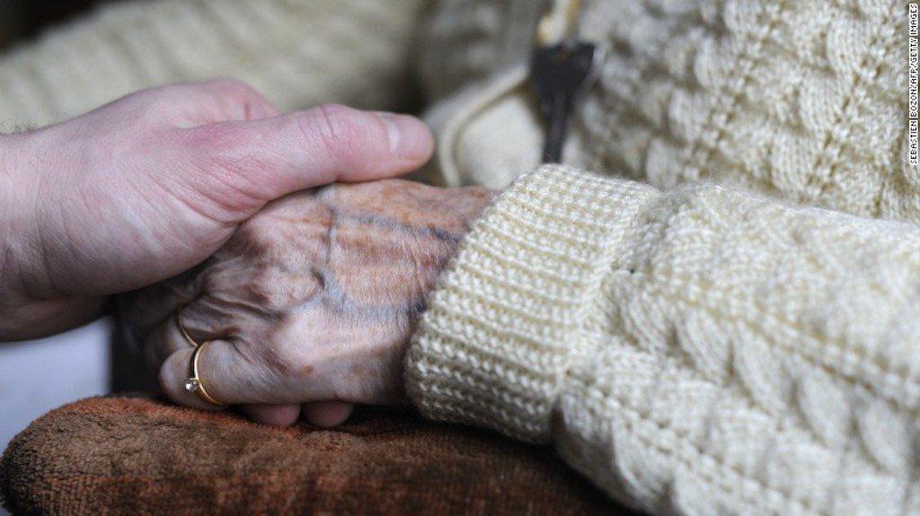 Cuba desarrolla medicina para detener el avance del alzhéimer https://t.co/p5jPwjqJ5b https://t.co/16cTw0BO9H