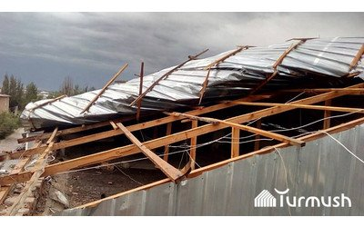 Strong winds in Karakol rip roof off building, shut electricity off, damage street lamps