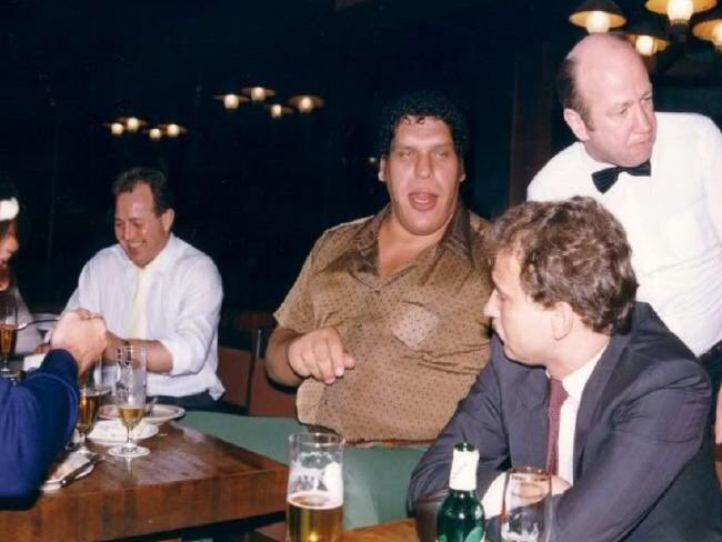 Happy Birthday to the late great André the Giant. Here\s a rare photo of him at a bar 126 beers deep.