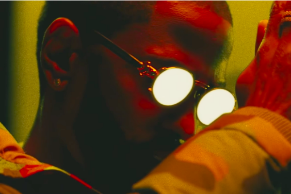 New Video: @BigSean Feat. @Migos 'Sacrifices' https://t.co/6AELbtFVPi https://t.co/HZdIP6z6Zh