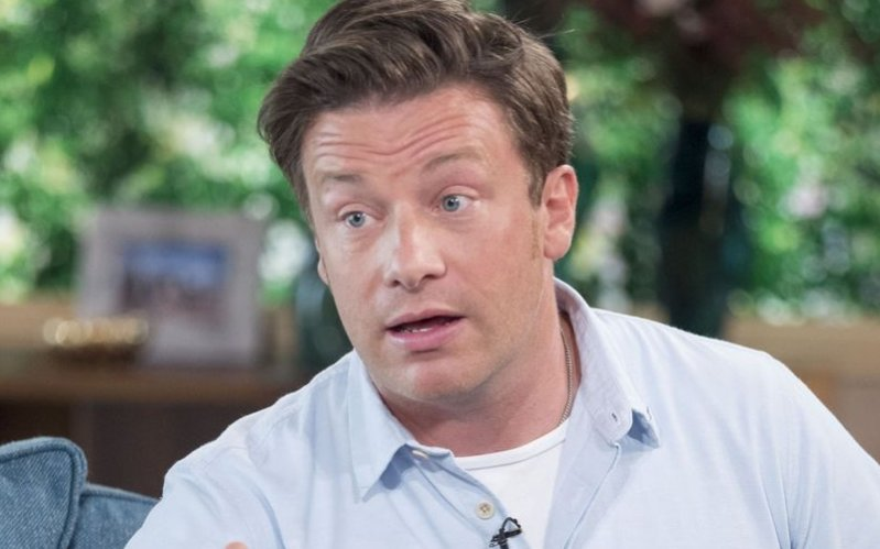 Jamie Oliver savages 'lunch snatcher' Theresa May over school dinner axe #GE2017 https://t.co/Nks9pmkLT8 https://t.co/99pMtsSKTd