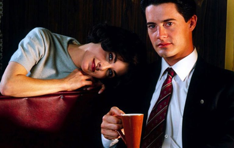 How to throw a damn fine #TwinPeaks viewing party https://t.co/uhRZ3RVMy3 https://t.co/GJve3Kiu0k