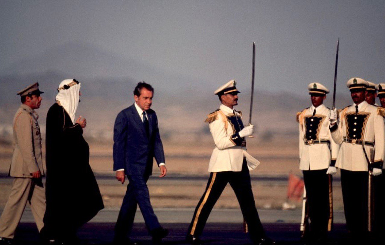 Nixon in Saudi Arabia while fending off Watergate scandal, June 1974:         #Halstead https://t.co/EMA4jq8vYE
