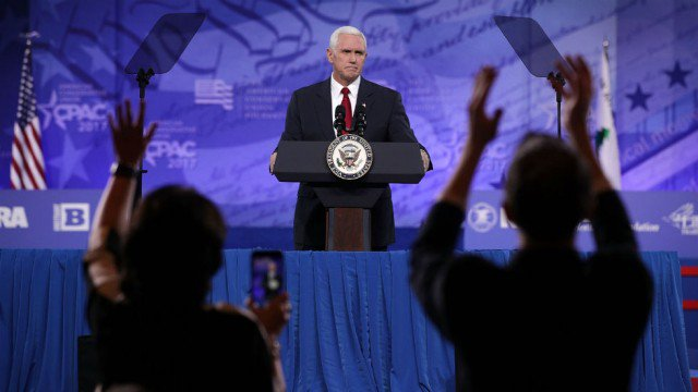 Notre Dame students plan to protest Pence speech by walking out https://t.co/Y3sMlBinIk https://t.co/5PdV3bSGL3