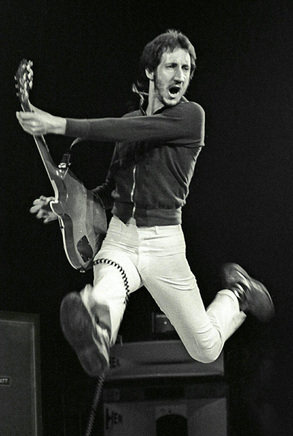 Happy birthday to the man ....Pete Townshend!!