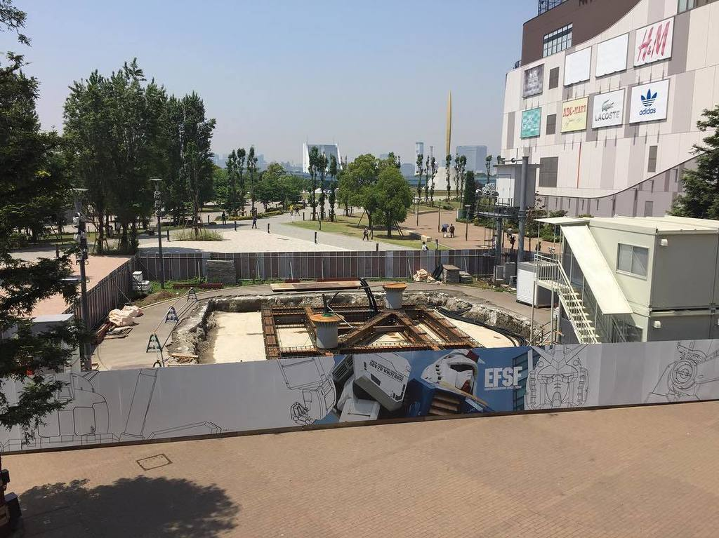 今日のガンダムユニコーン立像の施工状況 鉄筋の配筋、フレキシブル管の設置は完了。型枠の資材と職人さん待ち! 次週は待ちに
