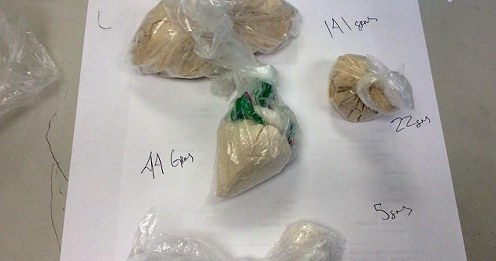 Boy calls police on dad after finding drugs in hissuitcase