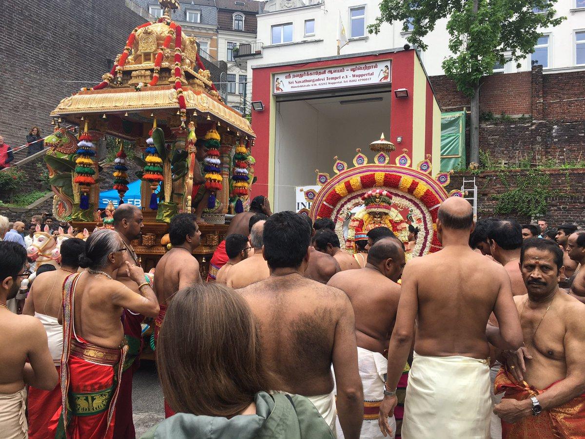 test Twitter Media - Zusammen mit #HelgeLindh Ehrengast auf dem hinduistischen Gemeindefest in der Hünefeldstrasse: Was für eine Bereicherung für unsere Stadt! https://t.co/p93XlteyoQ