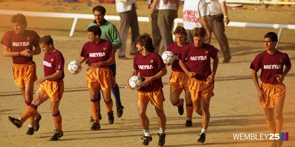 RT @FCBarcelona: ???????? #Wembley25  ⚽️????????  The team warm-up at @wembleystadium  ???????? #ForçaBarça! https://t.co/WXJw4fHIDQ