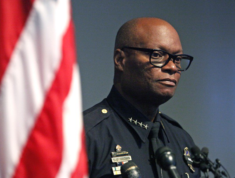 Former Dallas police chief urges UT graduates to bridge divides, and seek public service