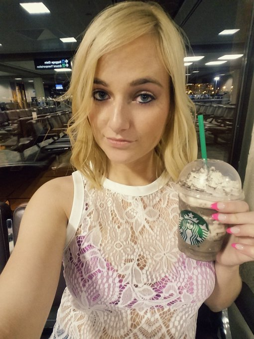 Not drinking alcohol in the airport for once! Lol #starbucks https://t.co/QrN9ULsG1B