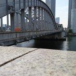 勝鬨橋こち亀とデビサバ2BRで覚えたわ正答率微妙だからメガホン打つとかなり感謝される。