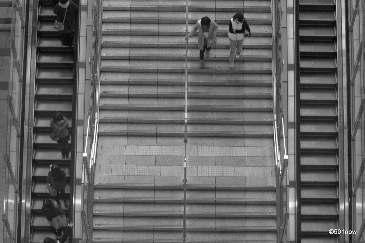 『階段』#大阪 #梅田 #写真撮ってる人と繋がりたい#写真好きな人と繋がりたい#ファインダー越しの私の世界#写真 #カメ