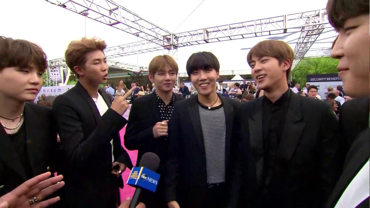A little 'GOOD MORNING AMERICA!' from @BTS_twt  @BBMAs #BBMAs https://t.co/9kdK52BJgN