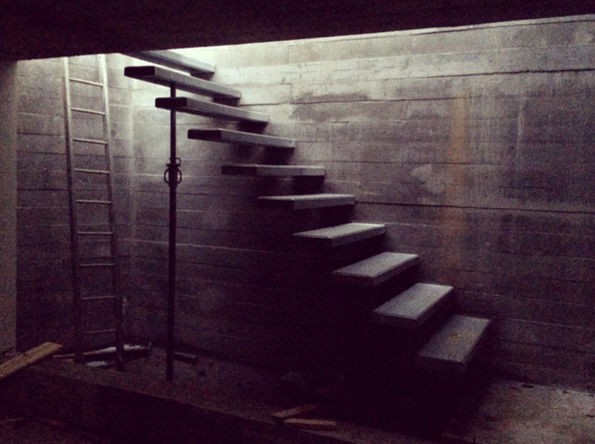 Take a photo of some stairs. They can even be super creepy stairs, like these. https://t.co/oKLEP4Rwyg https://t.co/CyrvPdtGJ6