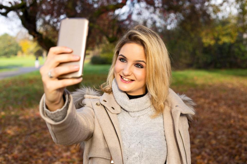Health expert warns that social media selfie obsession is 'fuelling skin cancer'
