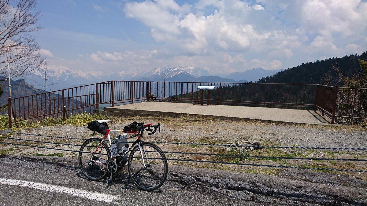 展望台で休憩。奥に槍ヶ岳が見えます(゚∀゚)#ろんぐらいだぁす