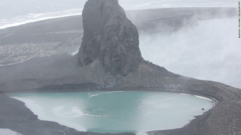 Highest aviation alert level issued after Alaskan volcano erupts