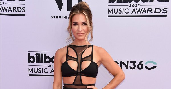 Billboard Music Awards 2017: See music's biggest stars hit the red carpet in style: