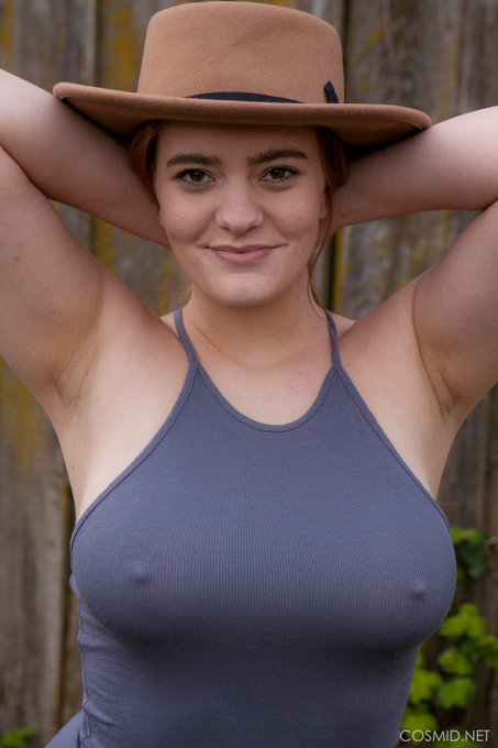 Her smirk says that she knows you can see her #nipples. https://t.co/E0sdrnsT3m See all of her #amateur