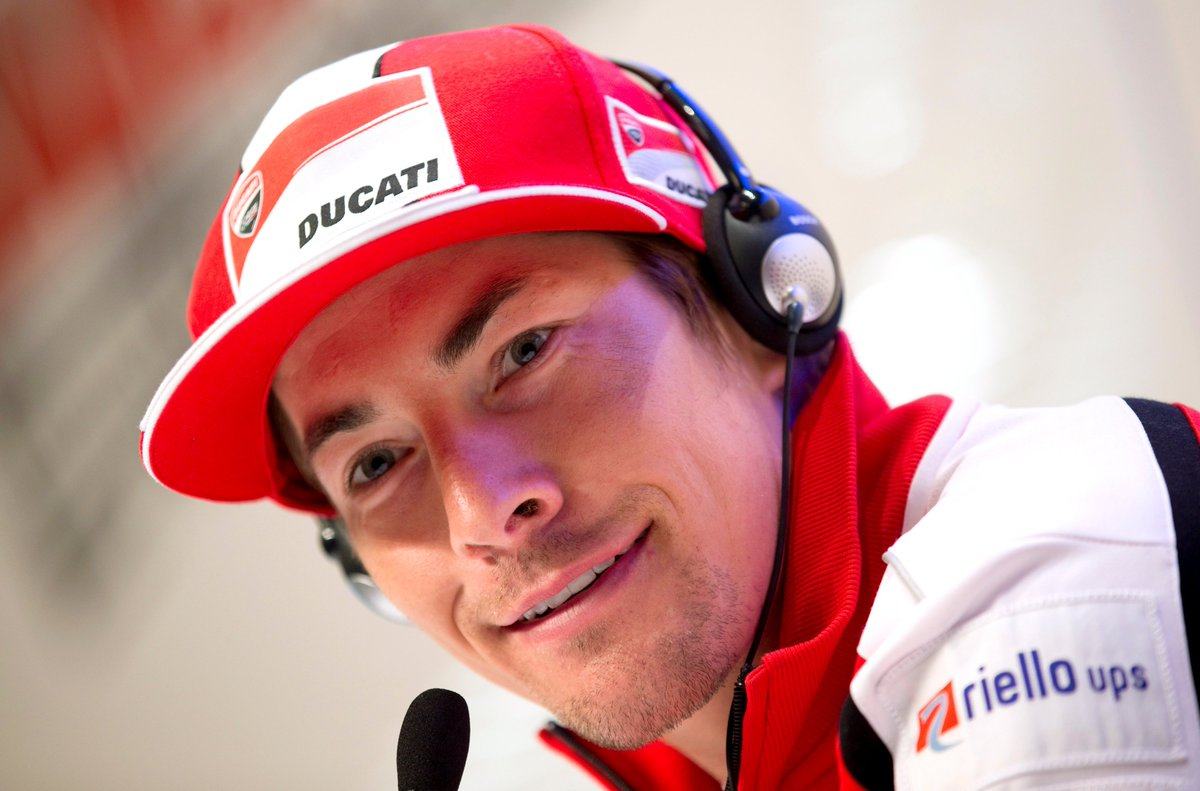 US Superbike rider Nicky Hayden dies after hit by car in training accident