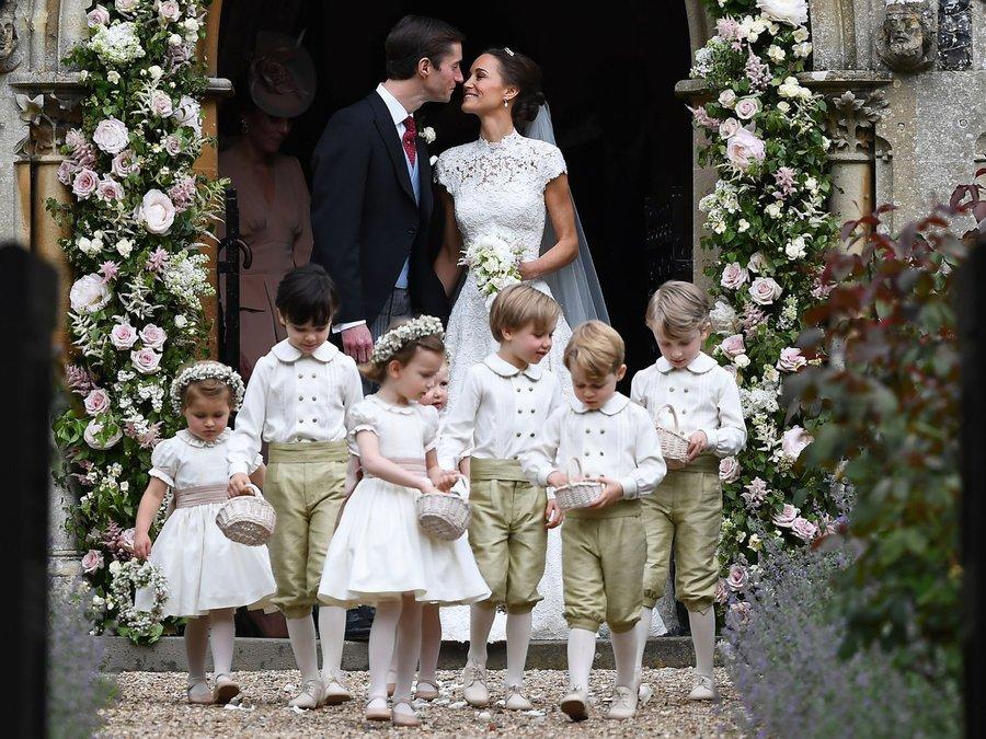 ページボーイとフラワーガールをつとめたジョージ王子とシャーロット王女がカワユスw(* >ω<)つ ロイヤルフ