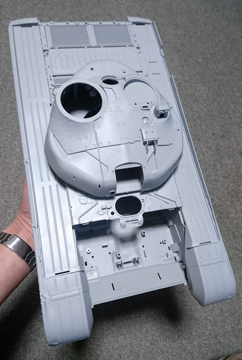 ワンフェス4社合同ブース@インターアライドではトラペの1/16 T-72Bを肴にして、動画を交えて車両性能と評価、同世代